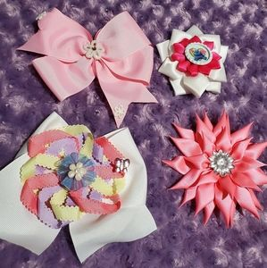 Hair bows for girls. Lot of 4